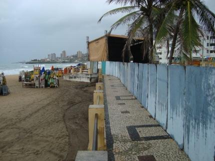 Fiscais do Meio Ambiente do Município do Natal interditam show em via pública sem Licença e lacram casa de show na Praia do Meio